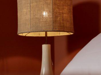 Camera 4 particolare lampada